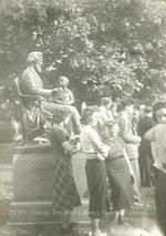 Sheldon Statue / students
